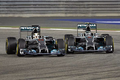 Hamilton and Rosberg battle for the lead in Bahrain
